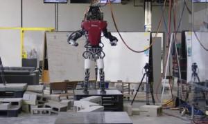 原创 波士顿动力双足机器人完成超难度行走测试,走的比人类还好!