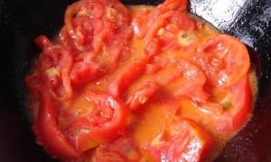夏季出汗多,常吃菠菜、空心菜和番茄,补钾降血压、抗衰老效果好