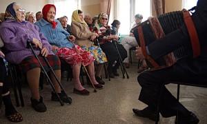世界老年人口首度超过幼童 全球年龄结构发生颠覆性变化