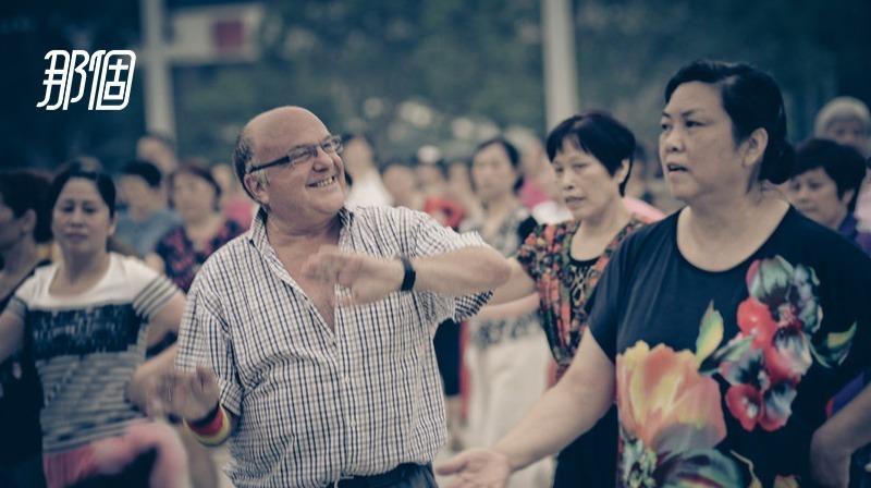 中国人,跟老外真是越来越不见外了