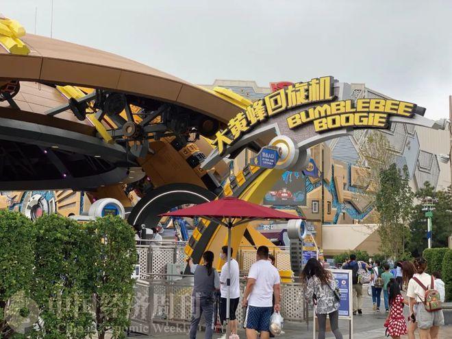 北京环球影城人均消费或超1500元:学院袍849元小黄人雪糕40元 想买还要排队