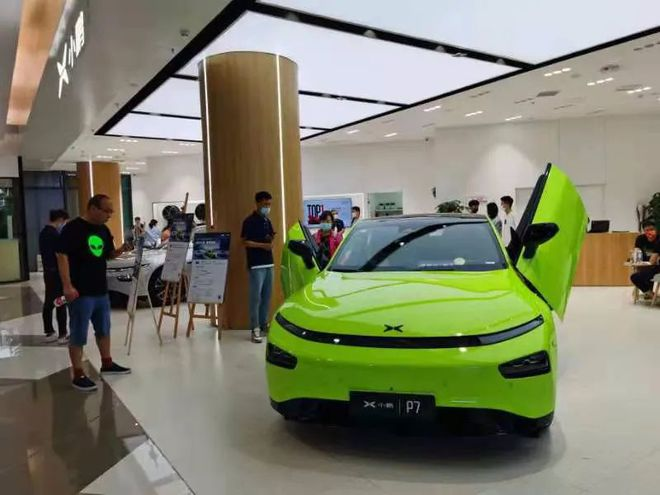 """展车都卖光了!提车要等半年,有品牌涨价5万,今年车市还有""""金九银十""""吗?"""