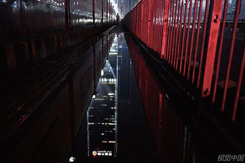 中国恒大、恒大物业在港交所暂停交易